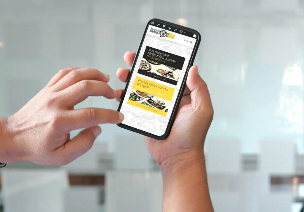 Page d'accueil du site Ecussonline au format mobile